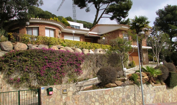 House with 2 plots of 810 m2 each one in Blanes
