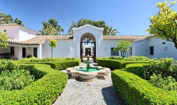 Villa in San Pedro de Alcantara, Marbella, 1305 m2, garden, pool, parking   | 1