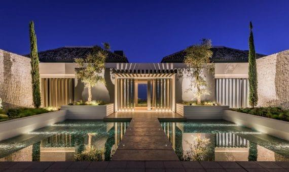 Villa in Benahavis, Marbella, 2560 m2, garden, pool, parking -
