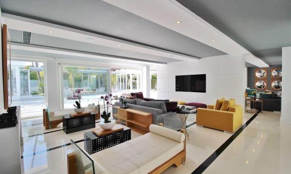Villa in San Pedro de Alcantara, Marbella, 1074 m2, garden, pool, parking   | 4