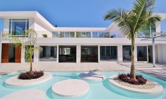 Villa in San Pedro de Alcantara, Marbella, 1074 m2, garden, pool, parking   | 1