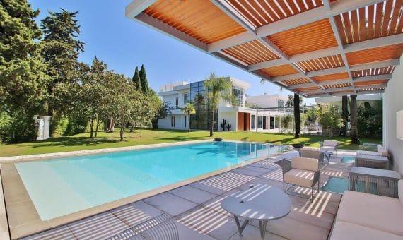 Villa in San Pedro de Alcantara, Marbella, 1074 m2, garden, pool, parking   | 263-00625p_12816-570x340-jpg