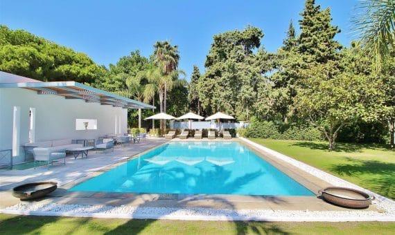 Villa in San Pedro de Alcantara, Marbella, 1074 m2, garden, pool, parking   | 2
