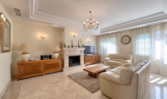 Villa in San Pedro de Alcantara, Marbella, 346 m2, garden, pool, parking   | 1