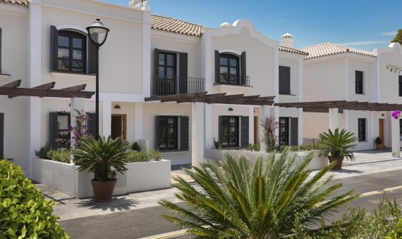 Townhouse in San Pedro de Alcantara, Marbella, 174 m2, garden, pool   | 1