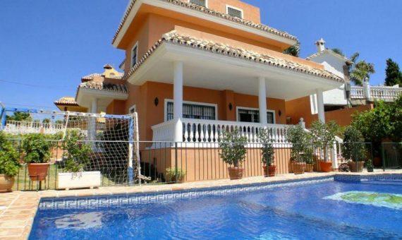 Villa en Marbella 370 m2, jardin, piscina, aparcamento   | 389cb716-1195-43c3-9ab8-fa93c366f061-570x340-jpg