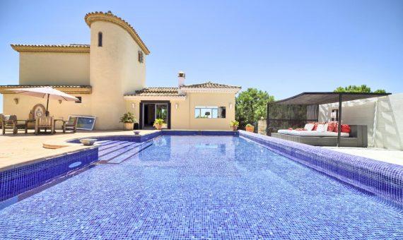 Вилла в Эстепоне, Марбелья, 309 м2, сад, бассейн, парковка -