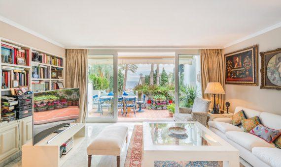 Апартаменты в Марбелье 220 м2, сад, бассейн, парковка   | 2