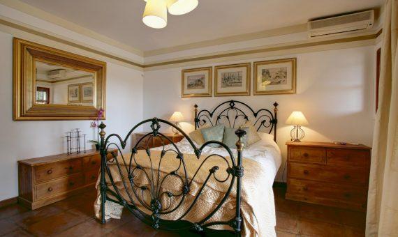 Villa in Marbella Golden Mile, 700 m2, garden, pool, parking     4