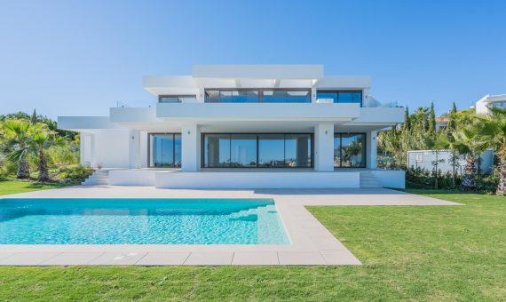 Villa in Benahavis, Marbella, 685 m2 -