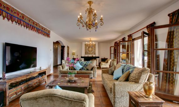 Villa in Marbella Golden Mile, 700 m2, garden, pool, parking     2