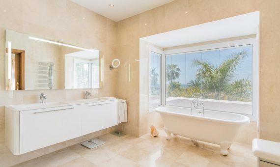 Villa in Marbella Golden Mile, 532 m2, garden, pool, parking     4