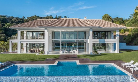 Villa in Benahavis, Marbella, 2500 m2, garden, pool, parking -