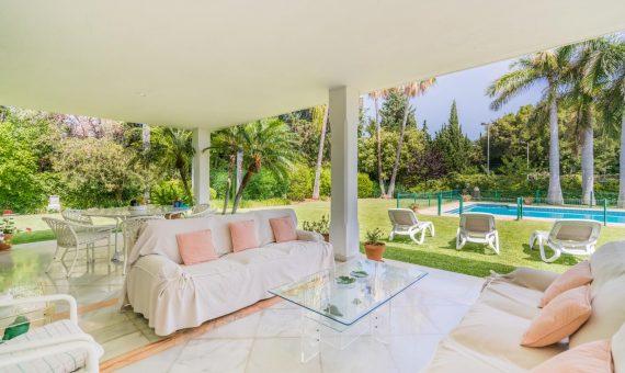 Villa in San Pedro de Alcantara, Marbella, 1138 m2, garden, pool, parking   | 2
