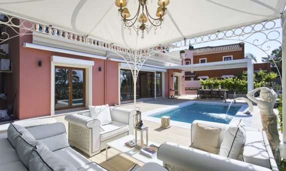 Villa in Marbella Golden Mile, 431 m2, garden, pool, parking -
