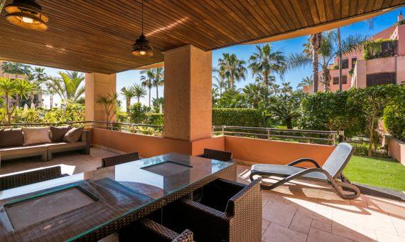 Апартаменты в  Пуэрто-Банусе, Марбелья, 220 м2, сад, бассейн, парковка   | 2