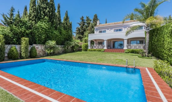 Villa in Marbella Golden Mile, 532 m2, garden, pool, parking -