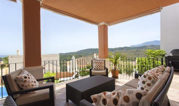 Townhouse in Marbella 215 m2, garden, pool, parking     4