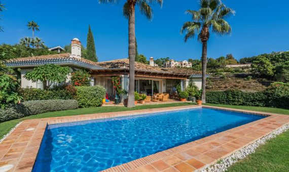 Villa in Benahavis, Marbella, 601 m2, garden, pool, parking   | 1