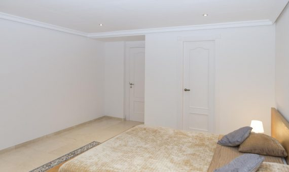 Apartment in Marbella 144 m2, garden, pool, parking     4