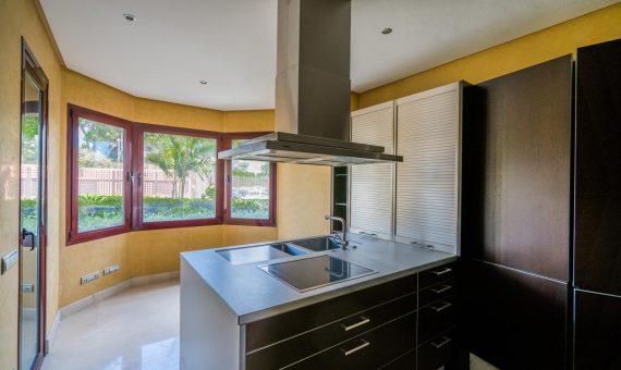 Апартаменты в  Пуэрто-Банусе, Марбелья, 243 м2, сад, бассейн, парковка   | 3