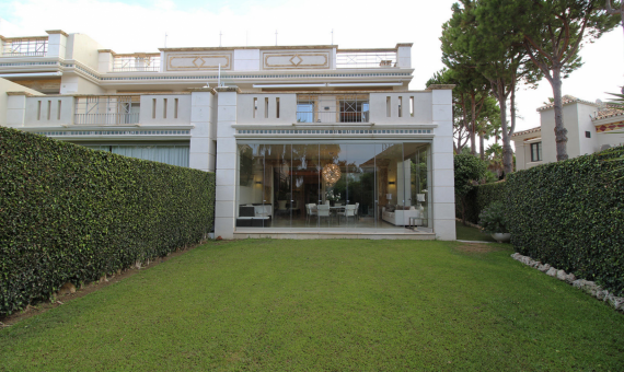 Townhouse in Marbella 608 m2, garden, pool, parking   | 1