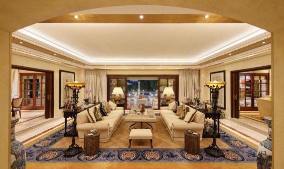 Villa en Nueva Andalucía, Marbella, 647 m2, jardin, piscina, aparcamento   | 2