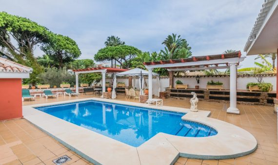 Villa in Marbella East, 525 m2, garden, pool, parking   | 2