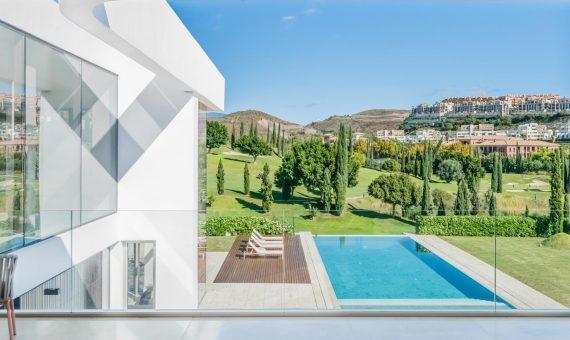 Villa en Marbella 720 m2, jardin, piscina, aparcamento   | 2