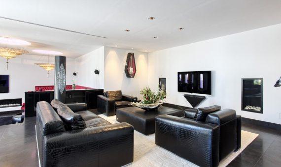 Villa in Marbella Golden Mile, 1237 m2, garden, pool, parking   | 2