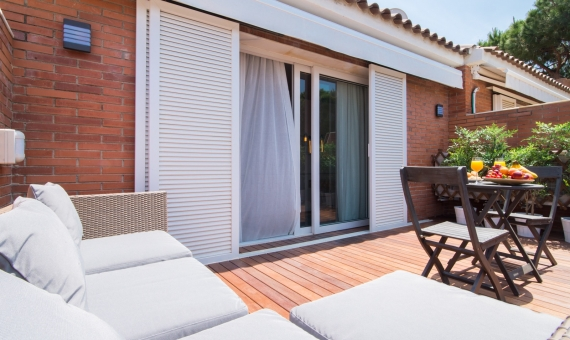 Townhouse 290 m2 close to the beach in Gava Mar | 2