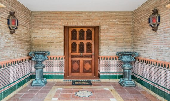 Villa en Marbella Este, 525 m2, jardin, piscina, aparcamento   | 2