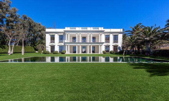 Вилла в Эстепоне, Марбелья, 2355 м2, сад, бассейн, парковка -