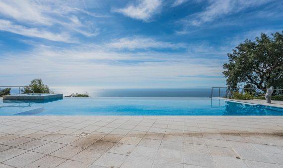 Villa en Marbella Este, 997 m2, jardin, piscina, aparcamento   | 2