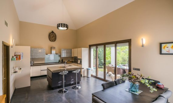 Villa in Benahavis, Marbella, 385 m2, garden, pool, parking   | 3