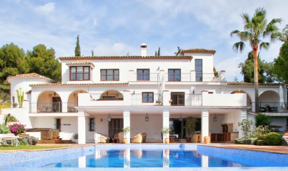 Villa in Marbella Golden Mile, 700 m2, garden, pool, parking -