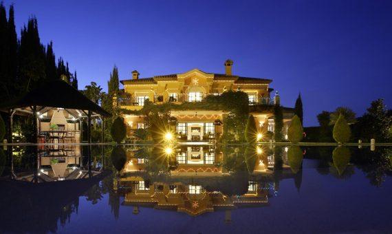 Вилла в Новой Андалусии, Марбелья, 647 м2, сад, бассейн, парковка -