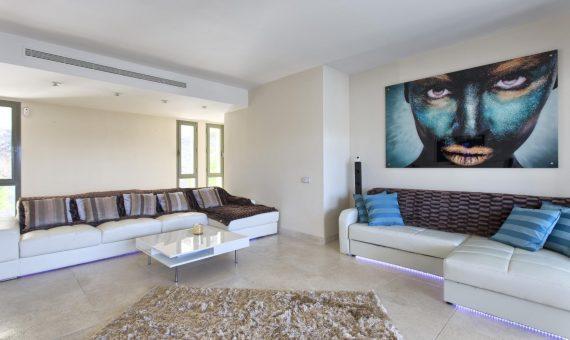 Апартаменты в Марбелье 154 м2, сад, бассейн, парковка   | 2