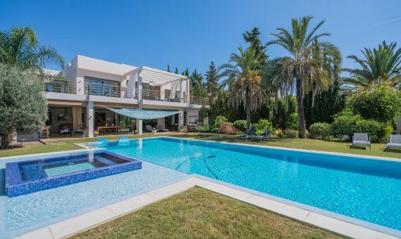 Villa en Nueva Andalucía, Marbella, 650 m2, jardin, piscina, aparcamento   | c176d119-d95d-49f7-9589-0d1e06df9d67-570x340-jpg