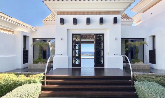 Villa in Benahavis, Marbella, 1207 m2, garden, pool, parking -