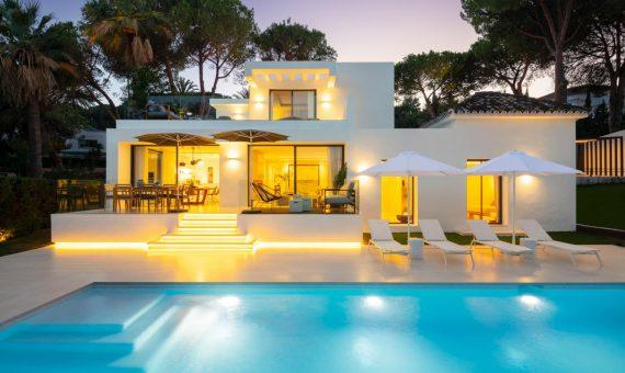 Villa en Nueva Andalucía, Marbella, 449 m2, jardin, piscina, aparcamento   | c2ffdb72-39a5-4da3-a07f-c339e09ff420-570x340-jpg