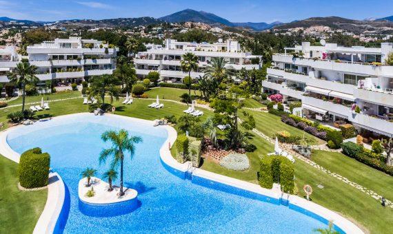 Апартаменты в Новой Андалусии, Марбелья, 299 м2, сад, бассейн, парковка -