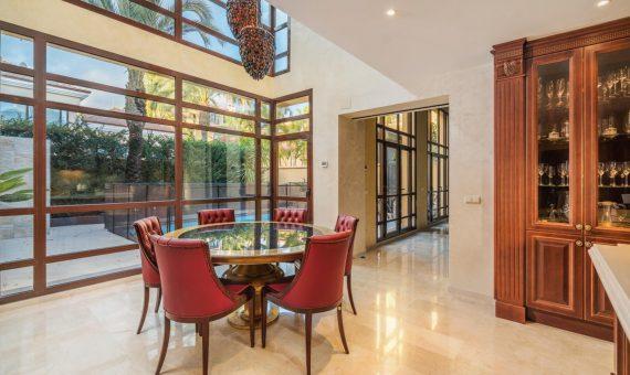 Chalet en Marbella 339 m2, jardin, piscina, aparcamento   | 2