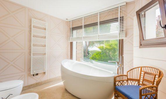 Villa in Nueva Andalucia, Marbella, 246 m2, garden, pool, parking   | 4