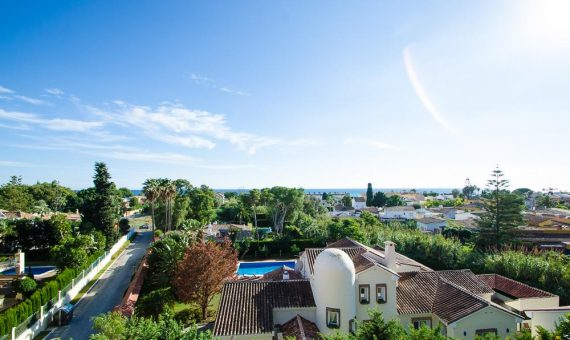 Апартаменты в Эстепоне, Марбелья, 215 м2, сад, бассейн, парковка -