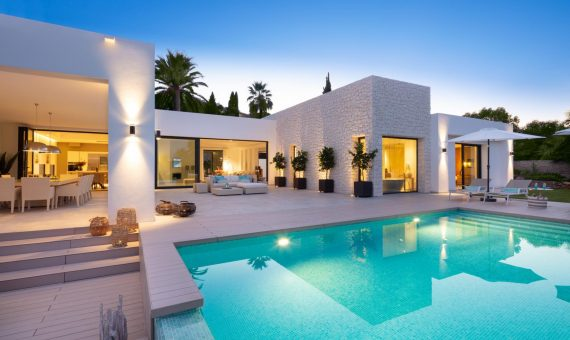 Villa in Nueva Andalucia, Marbella, 438 m2, garden, pool, parking   | 1