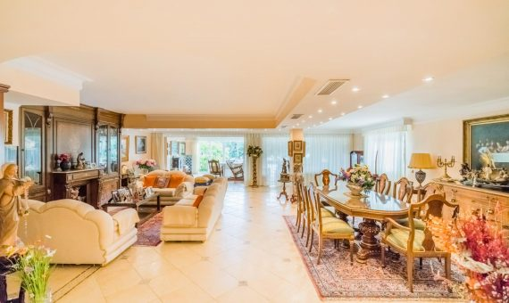 Villa in Marbella East, 168 m2, garden, pool, parking   | 1