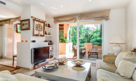 Townhouse in Marbella Golden Mile, 343 m2, garden, pool, parking   | 1