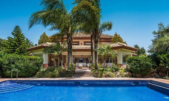 Villa in San Pedro de Alcantara, Marbella, 1262 m2, garden, pool, parking   | 1