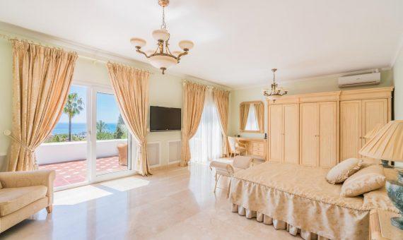 Villa in Marbella Golden Mile, 532 m2, garden, pool, parking     1